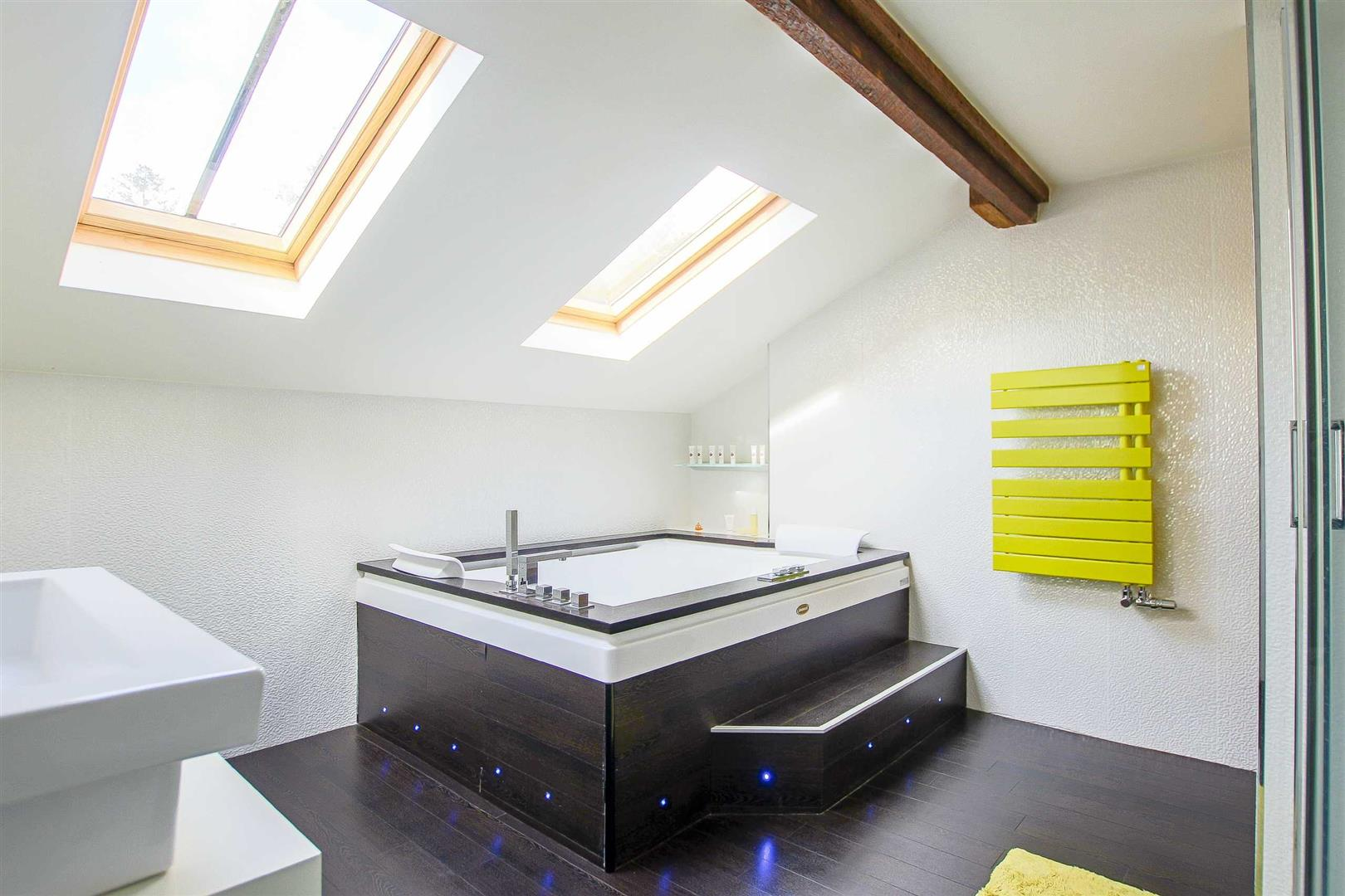 5 Bedroom Cottage For Sale - Image 13